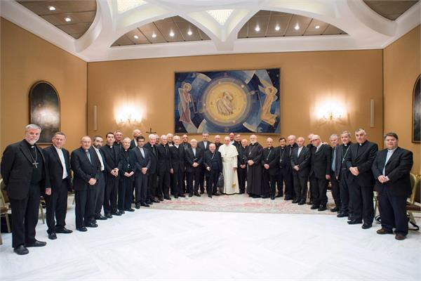 34 chilean bishops offer mass resignation over sex abuse scandal