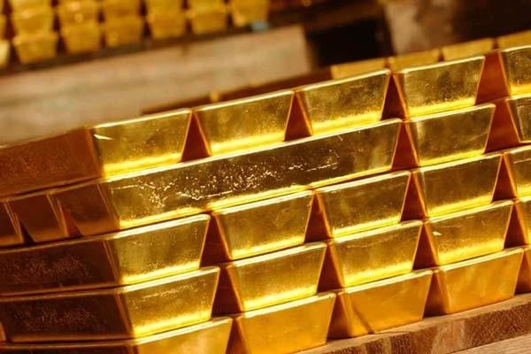 gold stays up on sustained buying by jewellers