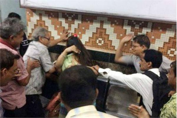 metro railway kolkata says strongly condemns unfortunate incident
