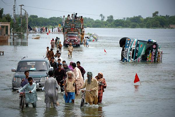pakistan 8 people died due to rain hail