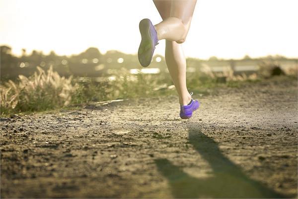 कैलोरी बर्न करने के लिए जानते हैं आपको कितना दौड़ना होगा (Video)