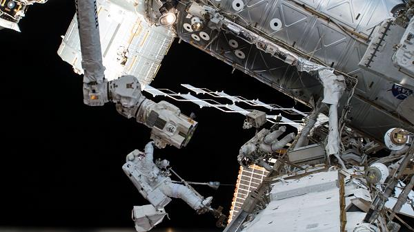 nasa astronauts successfully complete 6 hour spacewalk
