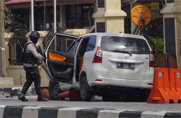 1 police 4 terrorists killed in attack on police headquarters in indonesia
