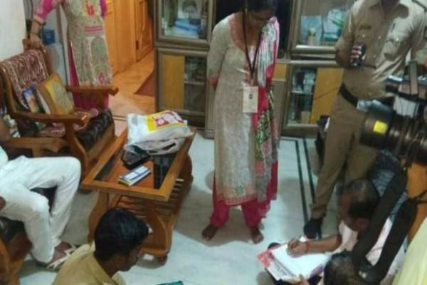ec seized 8 lakh rupees from bjp leader house
