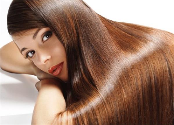 आपको भी नहीं पसंद है बालों में तेल लगाना तो अपनाएं ये उपाय