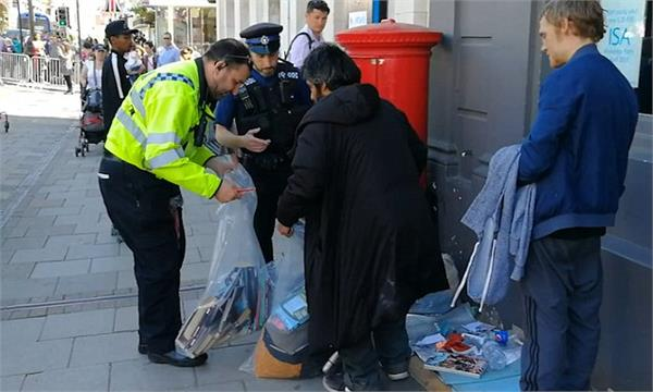 royal wedding police remove sleeping bags of homeless people in windsor