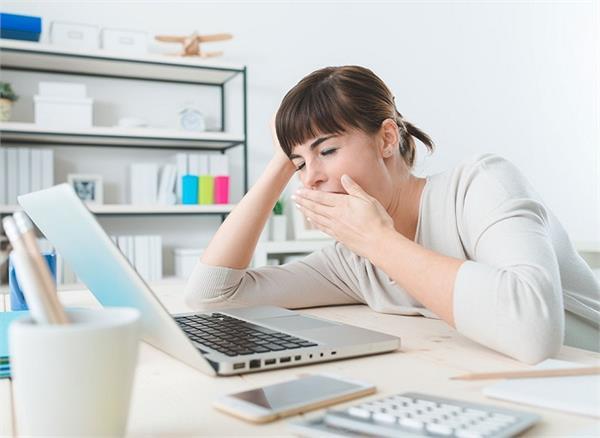 नींद पूरी होने के बाद भी रहते हैं सुस्त-सुस्त तो करें ये 8 काम