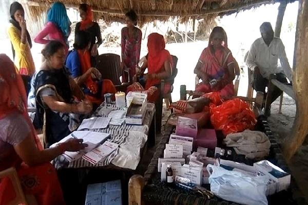 the team of deputy health center reached this village