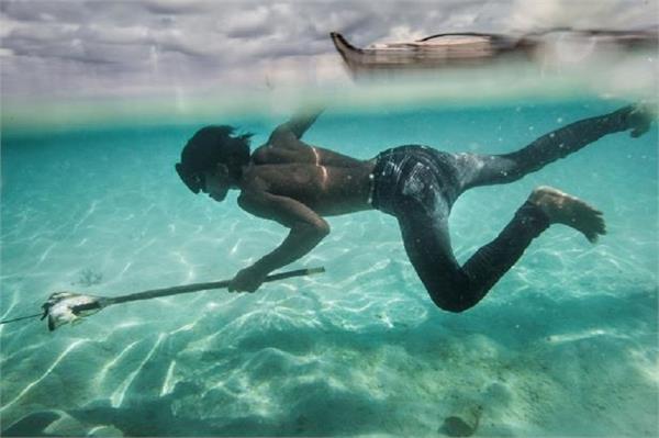 70 मीटर गहरे समुद्र में 13 मिनट तक सांस रोक सकते हैं बाजाओ आदिवासी