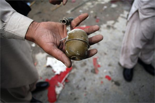pml n leader 3 others injured in grenade attack in karachi