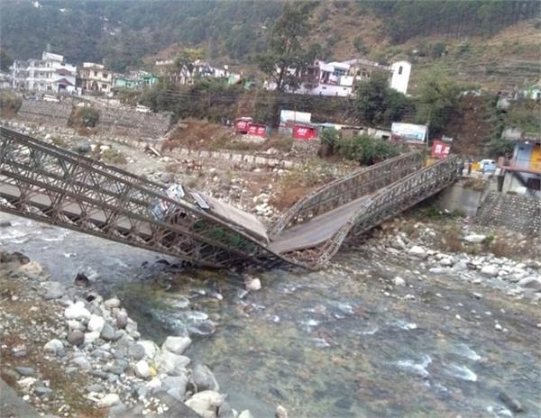 bridge collapse 5 students die 20 missing
