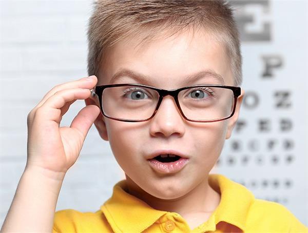 आंखो की रोशनी बढ़ाने के लिए अपनाएं ये घरेलू उपाय