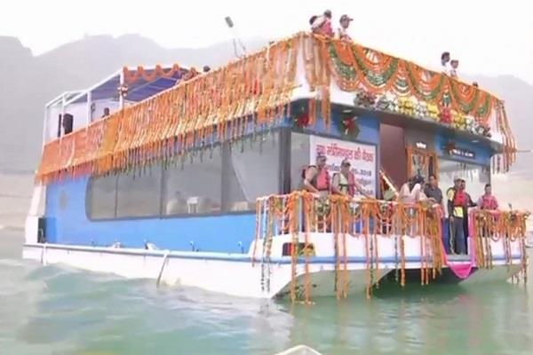 cabinet meeting on floating boat in tehri lake for the first time