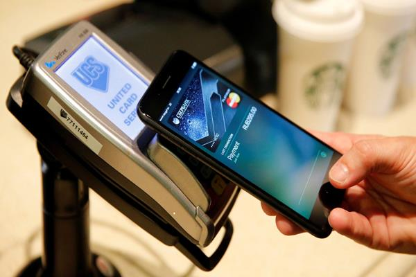 apple might launch an apple pay branded credit card early next year
