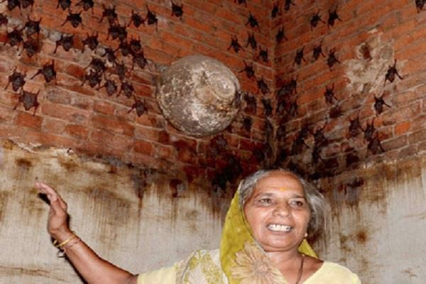 this woman lives with 400 bat