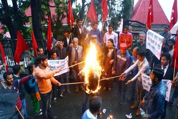 cpim anger on price of petrol diesel burnt the effigy of pm modi