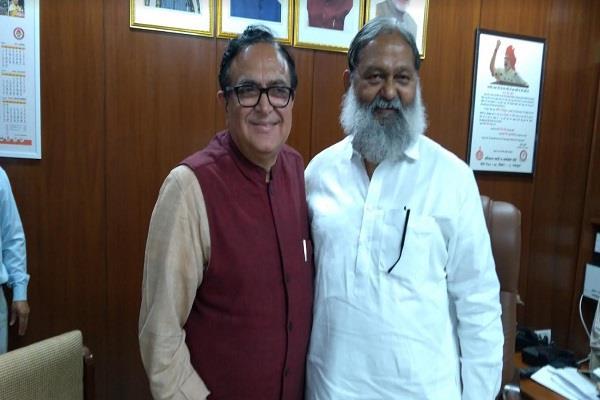 former congress minister capt ajay yadav meets anil vij