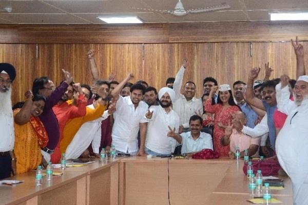 ec aap demand legislators debate with delhi government officials