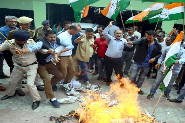 mla ram lal scorching during the burning effigy of cm