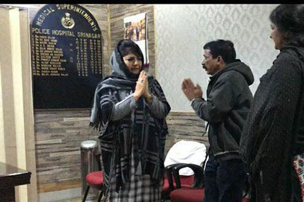 tamil cm calls mehbooba on phone over tourist death