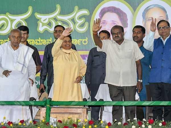 kumar swamy will be cm in karnataka bjp trapped in chakravyu of mayawati