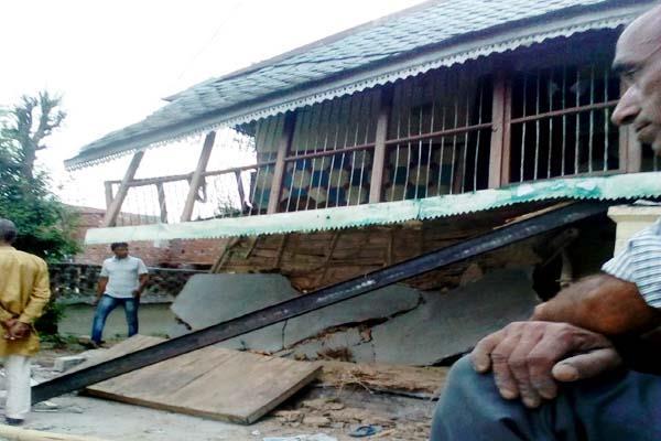 havoc of rain  loggia of hosue dropped 5 innocent injured
