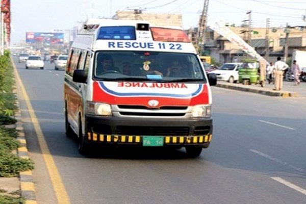truck van overturned in pakistan 10 people die