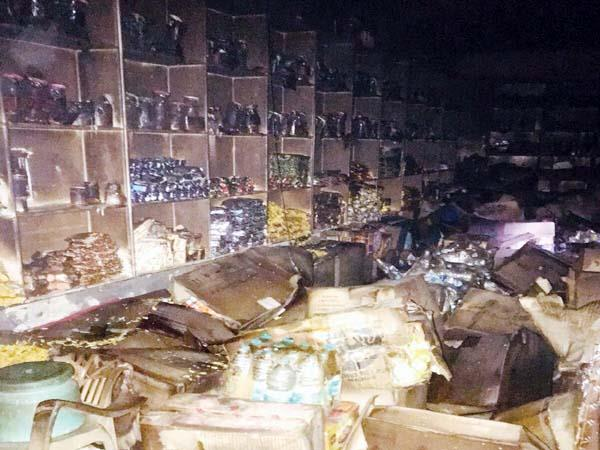 fierce fire in shop loss of 5 lakh
