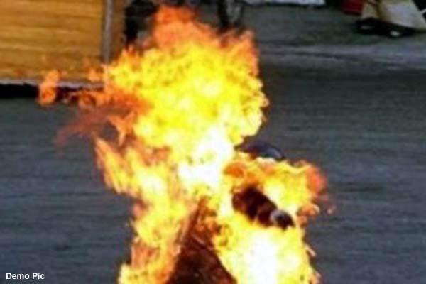 the schoolgirl did self immolation during fed up of phone calls of the youth