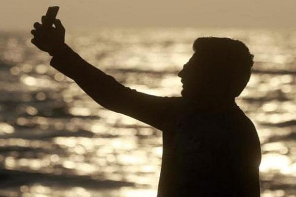 australia indian student dies due to falling sea while taking selfies