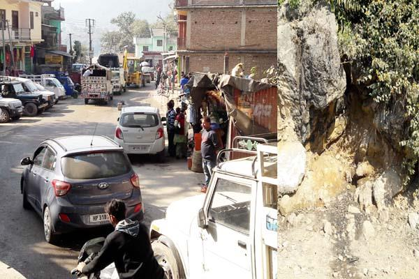 traffic jam and open toilet in mp adarsh village