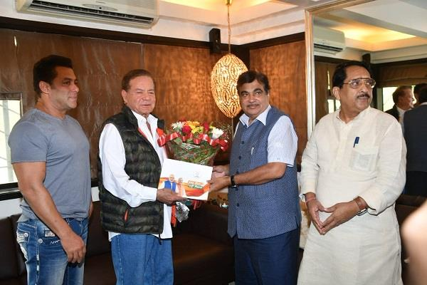 nitin gadkari met bollywood actor salman khan and his father salim khan
