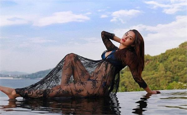 surveen chawla looks scorching hot in this bikini pictur
