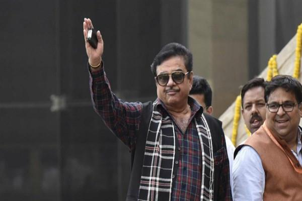 shatrughan sharad lost membership of golf club