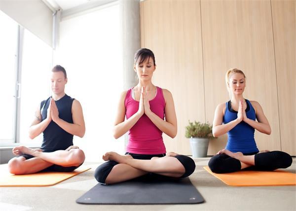 Image result for योगासन करते समय करेंगे ऐसी गलतियां तो फायदा नहीं होगा नुकसान