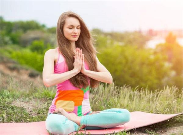 International Yoga Day: चेहरे पर चाहिए लाइफटाइम ग्लो तो रूटीन में करें ये 5 योगासन