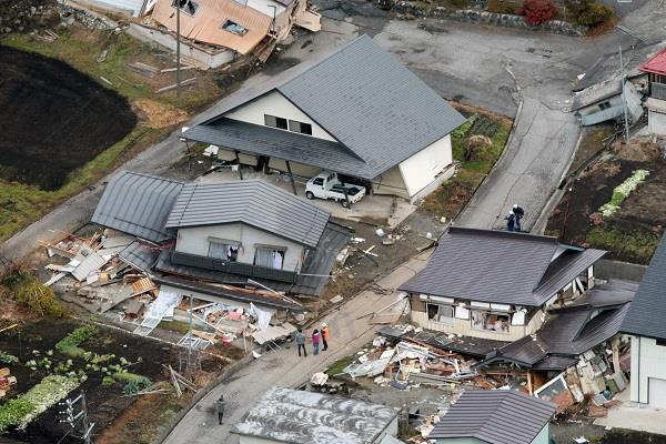 japan earthquake more than 380 injured tsunami warning given