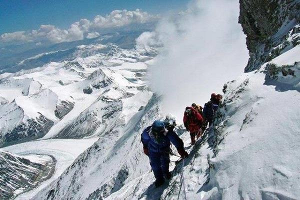 18 people stranded in the penpatiya glacier