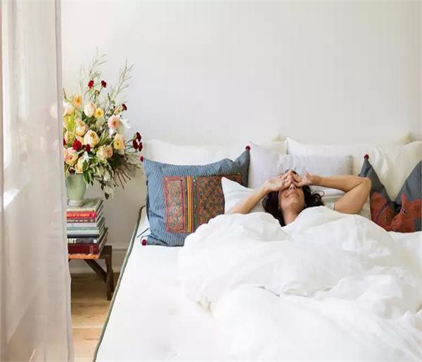 बैडरूम की दीवारों को दें ये शेड्स, मन को मिलेगा सुकून और आएगी अच्छी नींद