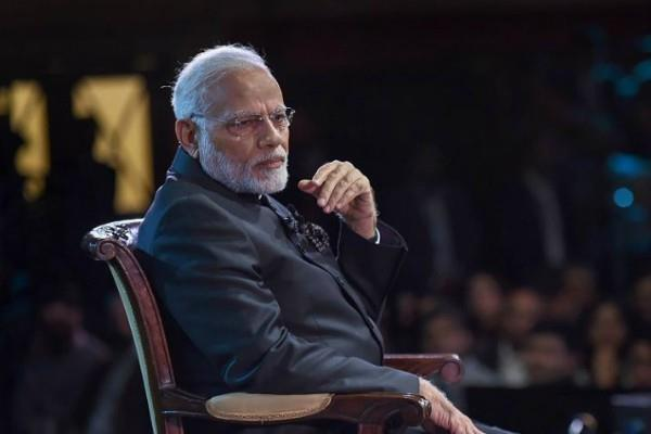 pm modi salutes those who show courage against emergency