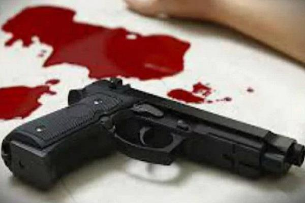 son of doctor of aiims shot himself