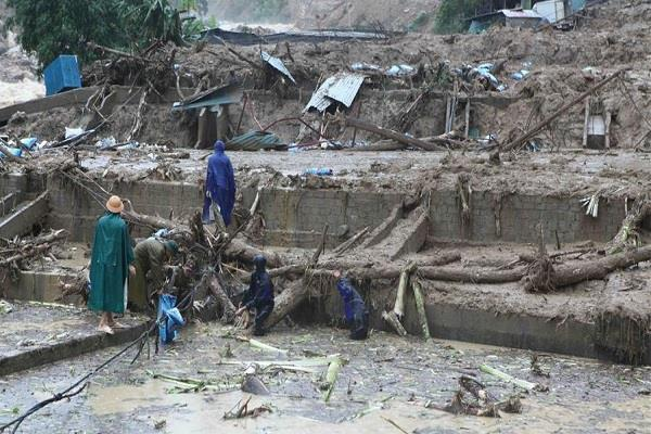floods and landslides destroyed in vietnam