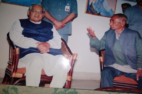 when atal ji gave it our friend to 4 thousand crore of gift