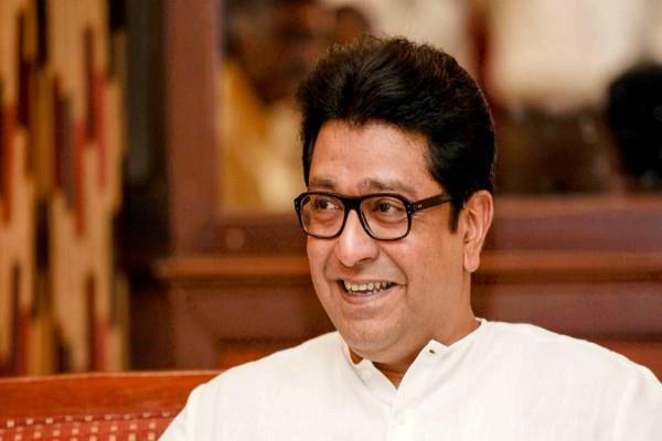 raj thackeray divides 4 rupees cheaper petrol on his 50th birthday