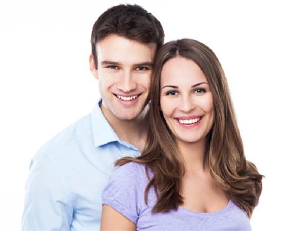 आखिर क्यों शादी के कुछ साल बाद पति-पत्नी के चेहरे पर आ जाती हैं समानताएं?