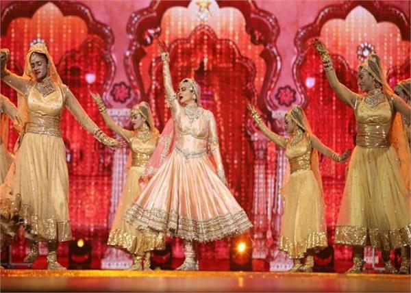 rekha gave her first stage performance in several years at iifa 2018