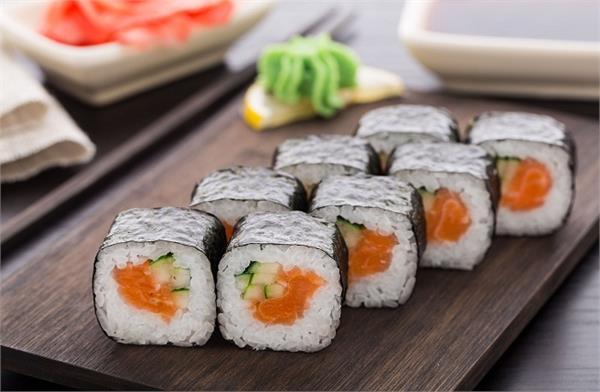 इस तरह बानाएं जापानी वैजिटेरियन सुशी