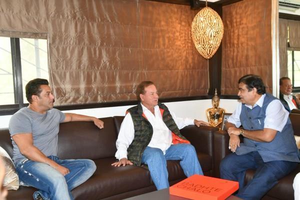 gadkari met to salman and his father salim khan