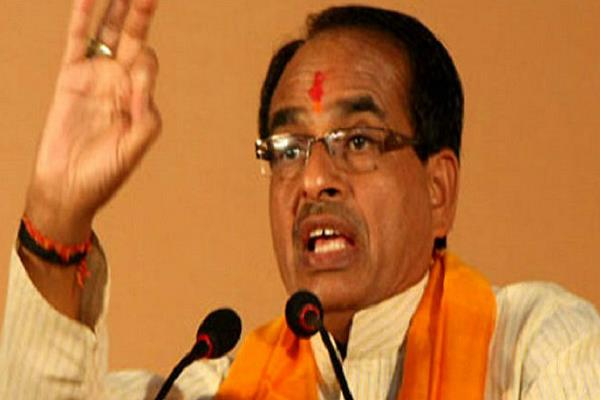 shivraj sarkar will give compensaiotn of 4 lakh on family chief s death