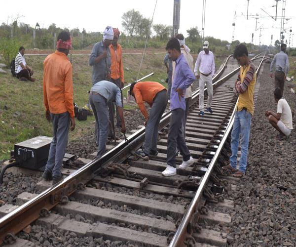 garibartha express driver on the kanpur lucknow route ignores a big accident